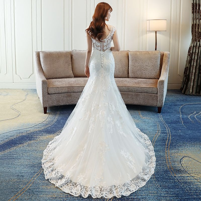 Affordable Wedding Dresses 2017 White Trumpet / Mermaid Chapel Train V-Neck Sleeveless Backless Sequins Lace Appliques