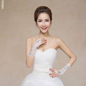Luxus / Herrlich Weiß Hochzeit 2018 Schnüren Tülle Perlenstickerei Kristall Brauthandschuhe