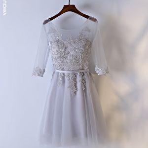 Schöne Silber Kleider Für Hochzeit Brautjungfernkleider 2017 Mit Spitze Blumen Riemchen Rückenfreies Rundhalsausschnitt 3/4 Ärmel A Linie Kurze