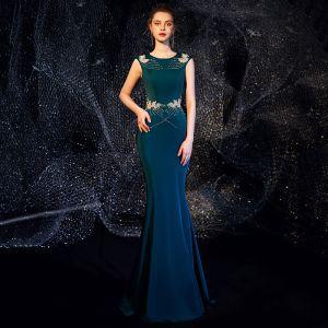 Eleganckie Tusz Niebieski Sukienki Wieczorowe 2019 Syrena / Rozkloszowane Wycięciem Bez Rękawów Frezowanie Długie Wzburzyć Sukienki Wizytowe
