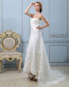 Elegant Fasta Applikationer Lacework En Line Axelbandslos Dragkedja Bak Domstol Tag Satin Brudklänningar Bröllopsklänningar