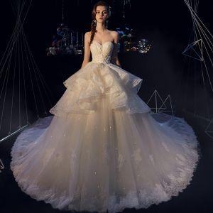 Eleganta Elfenben Bröllopsklänningar 2019 Balklänning Älskling Ärmlös Halterneck Appliqués Spets Glittriga / Glitter Tyll Cathedral Train Ruffle