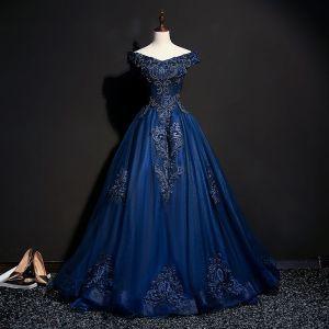 Vintage / Originale Bleu Marine Robe De Bal 2018 Robe Boule De l'épaule Manches Courtes Appliques En Dentelle Perle Perlage Longue Volants Dos Nu Robe De Ceremonie