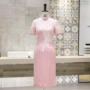Style Chinois Rougissant Rose Cheongsam 2020 Col Haut Manches Courtes Appliques En Dentelle Thé Longueur Robe De Ceremonie