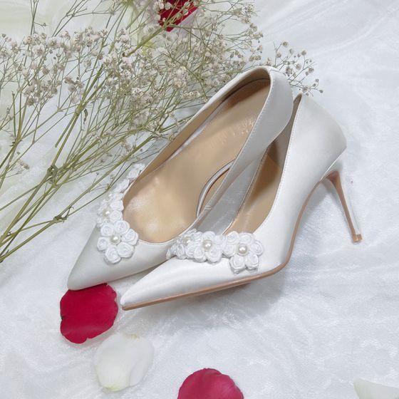 Stijlvolle Witte Bruidsschoenen 2019 Leer Satijn Parel Appliques 8 cm Naaldhakken / Stiletto Spitse Neus Huwelijk Pumps