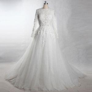 Luxus / Herrlich Weiß Kapelle-Schleppe Hochzeit 2018 A Linie Lange Ärmel Tülle Schnüren Perlenstickerei Applikationen Perle Durchbohrt Brautkleider