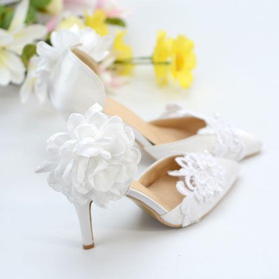 Stilig Elfenben Satin Spets Brudskor 2020 Ankelband Blomma Pärla 8 cm Stilettklackar Spetsiga Bröllop Klackskor