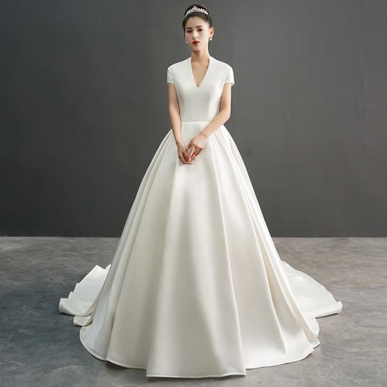 Amazing / Unique Ivory Wedding Dresses 2019 A-Line / Princess V-Neck Short Sleeve Chapel Train Ruffle
