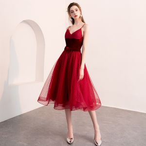 Lovely Burgundy Homecoming Graduation Dresses 2018 A-Line / Princess Suede Bow Spotted Spaghetti Straps Backless Sleeveless Knee-Length Formal Dresses