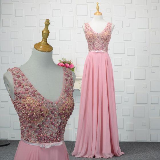 Stylowe / Modne Cukierki Różowy Wykonany Ręcznie Frezowanie Sukienki Wieczorowe 2019 Princessa Kryształ Perła Cekiny V-Szyja Bez Rękawów Bez Pleców Długie Sukienki Wizytowe