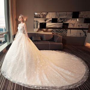 Schöne Ivory / Creme Durchbohrt Brautkleider 2017 Ballkleid Rundhalsausschnitt Lange Ärmel Rückenfreies Star Kathedrale Schleppe