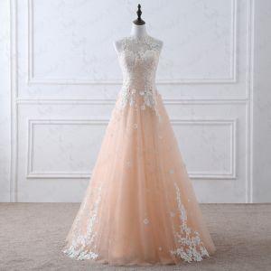 Romantisch Champagner Durchsichtige Brautkleider / Hochzeitskleider 2019 A Linie Rundhalsausschnitt Ärmellos Applikationen Spitze Perlenstickerei Lange Rüschen