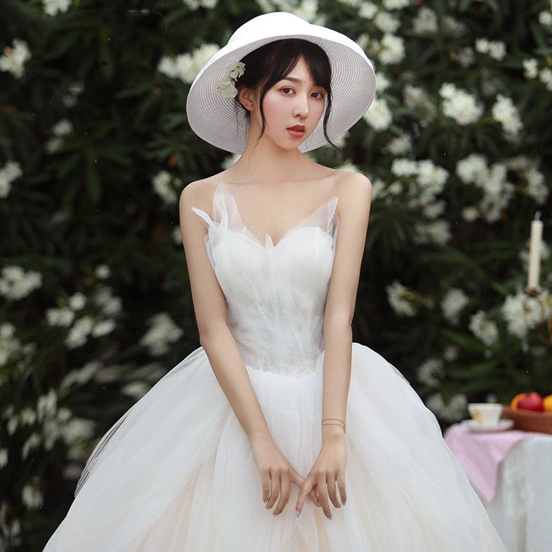 Modest / Simple Ivory Wedding Dresses 2019 Ball Gown Sweetheart Sleeveless Backless Beading Chapel Train Ruffle