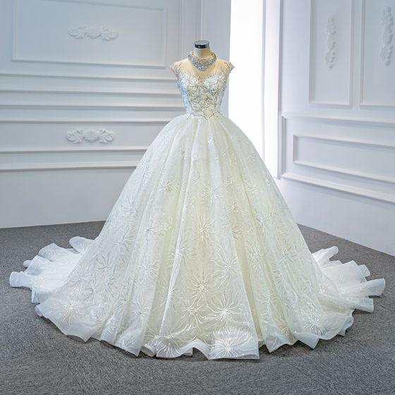 Luksusowe Białe Przezroczyste ślubna Suknie Ślubne 2020 Suknia Balowa Wysokiej Szyi Kótkie Rękawy Bez Pleców Wykonany Ręcznie Frezowanie Cekiny Trenem Kaplica Wzburzyć