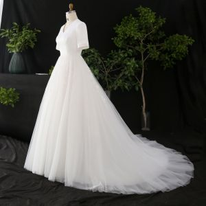 Modest / Simple White Plus Size Wedding Dresses 2020 A-Line / Princess Short Sleeve V-Neck Solid Color Lace Handmade  Appliques Embroidered Chapel Train Wedding