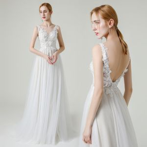 High-end White Outdoor / Garden Wedding Dresses 2020 A-Line / Princess V-Neck Sleeveless Backless Appliques Lace Flower Beading Pearl Floor-Length / Long Ruffle