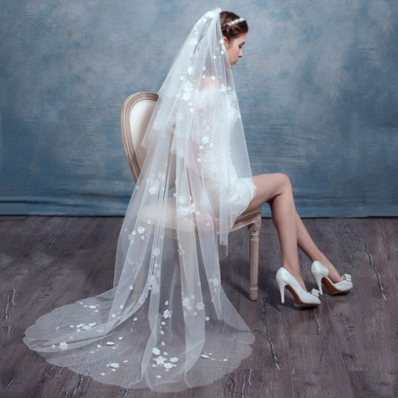 Chic / Beautiful 2017 White Appliques Tulle Lace Wedding Veils