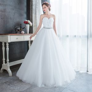 Affordable White Outdoor / Garden Wedding Dresses 2019 A-Line / Princess Sweetheart Sleeveless Feather Rhinestone Sash Floor-Length / Long Ruffle