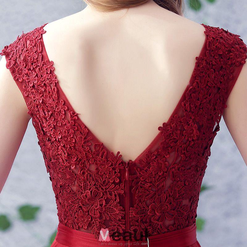 2016 Einfache Halsausschnitt Applique Dicken Spitzen Burgunder Satin Rückenfrei Langen Abendkleid Mit Silbernen Flügel