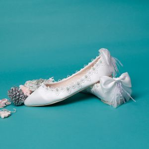 Elegant Ivory Satin Flat Wedding Shoes 2020 Pearl Lace Flower Bow Pointed Toe