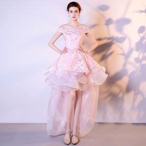 Moderne / Mode Rose Bonbon Organza Robe De Cocktail 2018 Princesse De l'épaule Manches Courtes Appliques En Dentelle Asymétrique Volants en Cascade Dos Nu Robe De Ceremonie