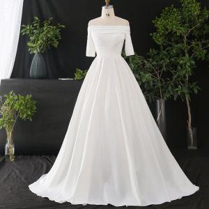 Enkel Hvide Plus Størrelse Brudekjoler 2020 Prinsesse Off-The-Shoulder Kort Ærme Solid Farve Cathedral Train Krydsede Remme Håndlavet Satin Bryllup
