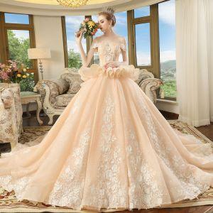 Elegante Champagner Brautkleider 2018 Ballkleid Off Shoulder Kurze Ärmel Rückenfreies Applikationen Mit Spitze Blumen Perlenstickerei Kathedrale Schleppe Rüschen