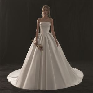 Modest / Simple Ivory Wedding Dresses 2018 Ball Gown Strapless Sleeveless Backless Royal Train Ruffle