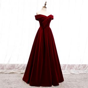 Enkla Burgundy Velour Vinter Aftonklänningar 2020 Prinsessa Av Axeln Korta ärm Långa Ruffle Halterneck Formella Klänningar