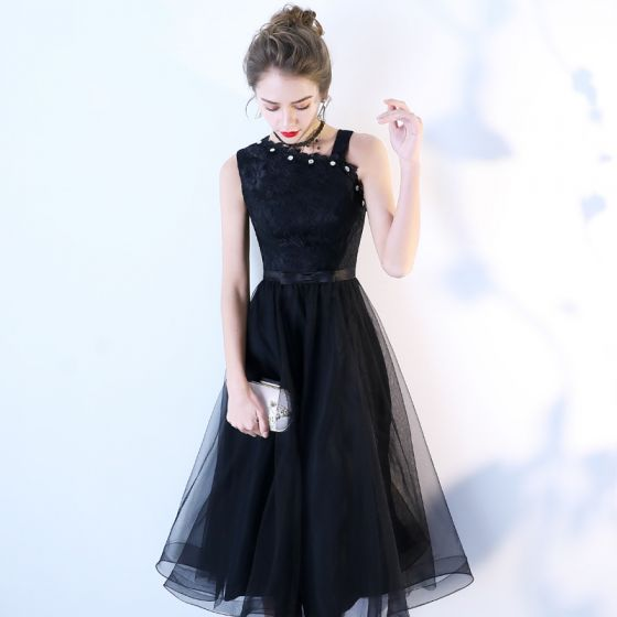 Chic / Beautiful Homecoming Black Graduation Dresses 2019 A-Line / Princess Sleeveless Bow Lace Flower Crystal Tea-length Formal Dresses