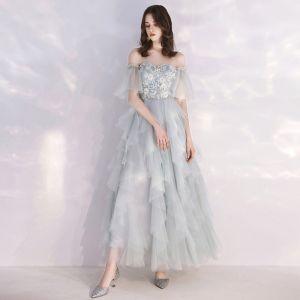 Niedrogie Szary Błękitne Sukienki Wieczorowe 2019 Princessa Przy Ramieniu Rękawy z dzwoneczkami Aplikacje Z Koronki Perła Długość Kostki Kaskadowe Falbany Sukienki Wizytowe