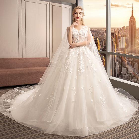 Charmig Elfenben Genomskinliga Bröllopsklänningar 2019 Balklänning V-Hals Ärmlös Halterneck Appliqués Spets Blomma Pärla Beading Watteau Train Ruffle