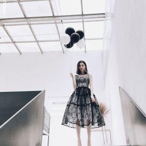 Piękne Homecoming Sukienki Na Studniówke 2017 Czarne Długość Herbaty Suknia Balowa V-Szyja Bez Rękawów Bez Pleców Z Koronki Aplikacje Sukienki Wizytowe