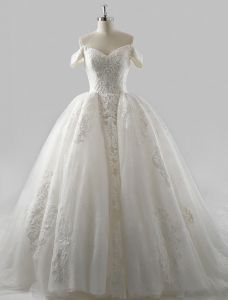 Princesse Les Robes De Mariage 2016 Robe De Bal Encolure Carré Appliques Haut De Gamme Paillettes De Volants En Dentelle Robe De Mariée En Tulle Avec Une Longue Queue