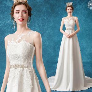 Overkommelige Ivory Brudekjoler 2020 Prinsesse Scoop Neck Beading Krystal Perle Med Blonder Blomsten Ærmeløs Feje tog