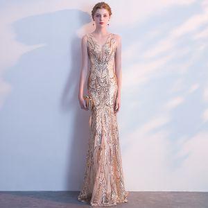 Błyszczące Złote Sukienki Wieczorowe 2018 Syrena / Rozkloszowane Cekiny V-Szyja Bez Pleców Bez Rękawów Długie Sukienki Wizytowe