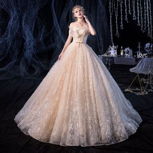 Luxus / Herrlich Champagner Brautkleider / Hochzeitskleider 2020 A Linie Off Shoulder Kurze Ärmel Rückenfreies Schleife Stoffgürtel Glanz Tülle Perlenstickerei Hof-Schleppe Rüschen