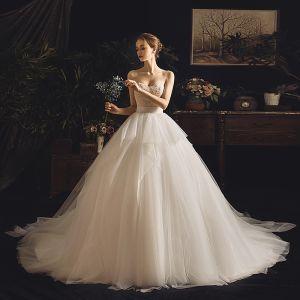 Luksusowe Kość Słoniowa Suknie Ślubne 2019 Princessa Kochanie Bez Rękawów Bez Pleców Perła Trenem Kaplica Wzburzyć