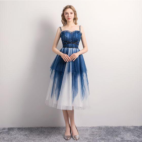 Moderne / Mode Bleu Marine de retour Robe De Graduation 2019 Princesse Bretelles Spaghetti Perle Sans Manches Dos Nu Thé Longueur Robe De Ceremonie