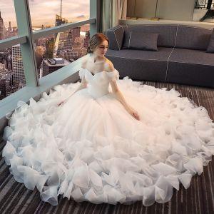 Piękne Sala Suknie Ślubne 2017 Białe Princessa Długie Przy Ramieniu Kótkie Rękawy Bez Pleców Kwiat Aplikacje