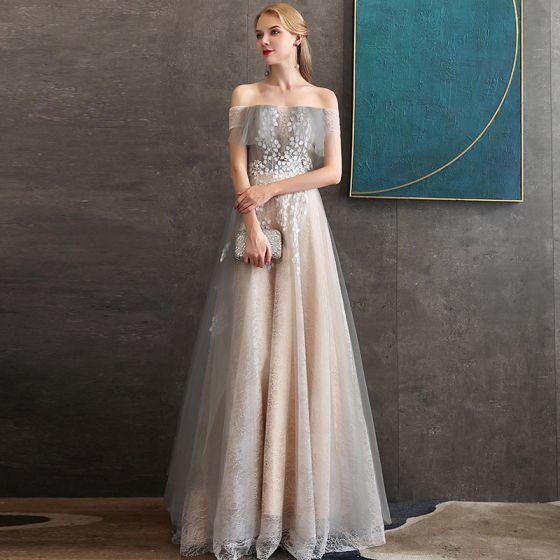 Eleganckie Szampan Koronkowe Sukienki Wieczorowe 2020 Princessa Przy Ramieniu Kótkie Rękawy Aplikacje Kwiat Frezowanie Długie Wzburzyć Bez Pleców Sukienki Wizytowe