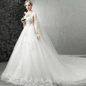 Kinesisk Stil Vita Pierced Bröllopsklänningar 2017 Prinsessa Hög Hals Ärmlös Halterneck Appliqués Spets Royal Train