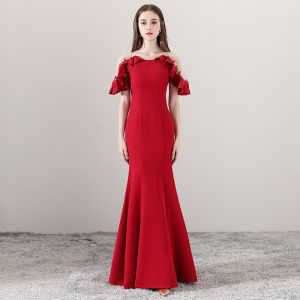 Modest / Simple Red See-through Evening Dresses  2018 Trumpet / Mermaid Scoop Neck Short Sleeve Appliques Lace Pearl Floor-Length / Long Ruffle Formal Dresses