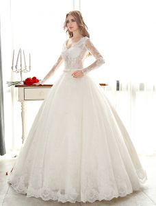 Luxury Ball Gown Wedding Dress V-neck Pierced Lace Bridal Dress With Sequins