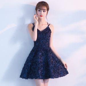 Mode Festliche Kleider 2017 Partykleider Marineblau Kurze A Linie V-Ausschnitt Ärmellos Rückenfreies Applikationen Blumen Pailletten