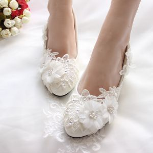 Chic / Beautiful Ivory Low Heel Wedding Shoes 2020 Rhinestone Lace Flower Appliques 4 cm Stiletto Heels Round Toe Wedding Pumps