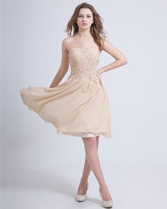 Sweetheart Sleeveless Knee-length Chiffon Graduation Dress