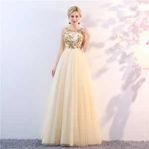 Chic / Beautiful Gold Prom Dresses 2018 A-Line / Princess Scoop Neck Sleeveless Beading Floor-Length / Long Ruffle Formal Dresses