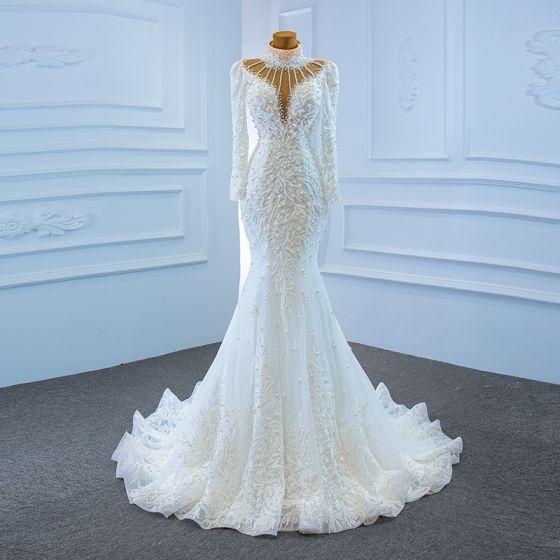 Lyx Vita Genomskinliga Brud Bröllopsklänningar 2020 Trumpet / Sjöjungfru Hög Hals Långärmad Halterneck Handgjort Beading Pärla Svep Tåg Ruffle