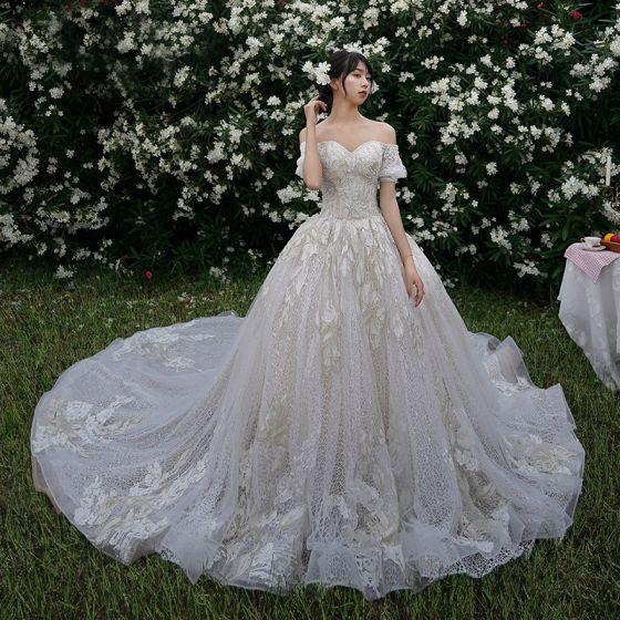 High End Champagner Brautkleider / Hochzeitskleider 2019 A Linie Off Shoulder Perlenstickerei Spitze Blumen Kurze Ärmel Rückenfreies Kathedrale Schleppe